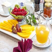 爽やかな朝に、フレッシュな果物をどうぞ