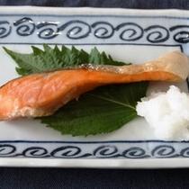 人気の鮭が朝食で登場する日もあります!