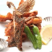 【料理一例】サクッとした食感が楽しめる唐揚げ