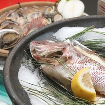 【鯛の宝楽焼き】ふっくらとした身と香ばしい風味が食欲をそそります