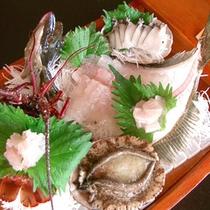 【舟盛りイメージ】季節の鮮魚のお造りを盛り合わせてお出しします