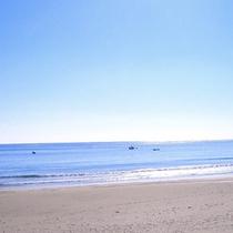 夏には宿近くのビーチで海水浴をお楽しみいただけます
