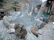 ◆露天風呂◆山の中の露天風呂は、静かでのんび〜りお過ごし頂けます。