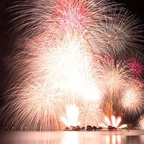 宍道湖上に上がる花火
