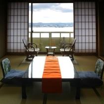 眺望抜群 湖側の和室
