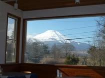ダイニングから見る富士山