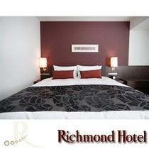 【デラックスダブルBタイプ】ベッド幅は広々180cmです♪