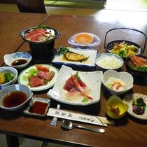 *【夕食全体例】箱根の地の物を生かした家庭料理をご提供いたします。