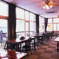 ゲレンデを望むレストラン。