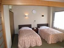 和洋室のベッドのある部屋