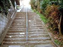 聖無動寺へと続く坂