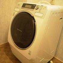 ご滞在のお客様やビジネスマンの方にはランドリーもご用意。(洗剤はお持ち込みください、乾燥機能無)