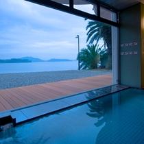 浜名湖を望む大浴場