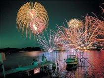 2010年8月1日/三ヶ日花火大会(写真提供:静岡県観光協会)