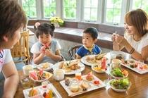 家族食事風景