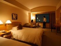 高めの天井と大きな窓により、開放感あふれる空間を実現。