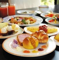 目の前で焼き上げるオムレツやフレンチトーストが人気の朝食 《ブラッスリー ベルデマール》
