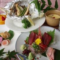 *夕食一例/季節の懐石料理。時期によって内容が異なります。