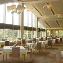 *レストラン/クラブハウス内にあるレストラン。お食事はこちらでご用意いたします。