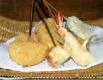 串揚げ(地元産の野菜やこんにゃくなどヘルシーな具材を中心に栄養バランスを考えた串揚げです)