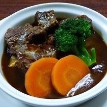 【ビーフシチュー(夕食)】じっくり煮込んだトロ柔肉が好評