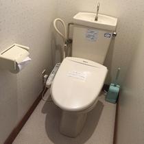 【トイレ】1階と2階にございます。各部屋にはございません。