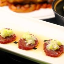 夕食】お肉や魚を使った和洋折衷の料理が並びます。旬な食材を心をこめて料理します。_前菜
