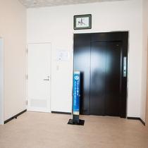 *【施設/エントランス】フロントは2階となります。
