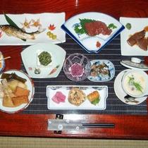 *【夕食全体例/清水屋】会津馬刺し、天然川魚など上質な料理をどうぞ。