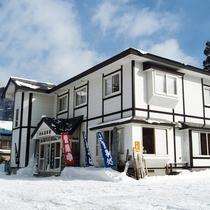 *【外観/冬期】国内屈指の積雪量を誇り、周辺のスキー場ではパウダースノーが楽しめます。