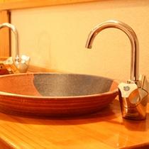 *こだわりの洗面台 お部屋によってデザインが異なります。