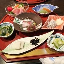*夕食一例/食材はその時期旬のものを漁港や地元漁師から直接買い付。何が出るかはお楽しみに♪