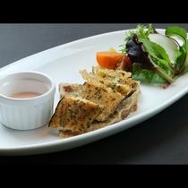 (お料理一例)ニジマスの燻製サラダ