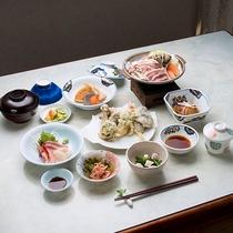 *地場で獲れたきのこや和洋料理を中心としたご夕食(一例)