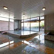*開湯100年の歴史ある片品温泉。大浴場には、ジェットバス・サウナを備えています。
