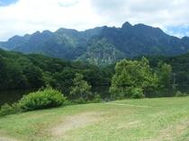 夏の鏡池と西岳