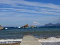 3月4日の海岸から見た富士山