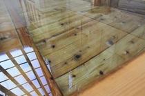 木目鮮やかな檜風呂