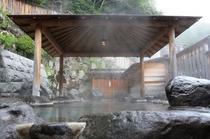 大きな混浴露天風呂