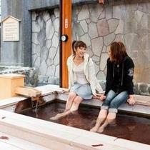 熱川駅前の足湯