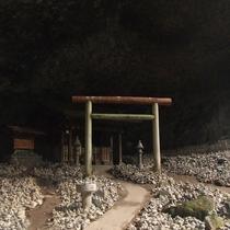【周辺観光】天安河原/祈願を行う人々によって無数の石が積まれている