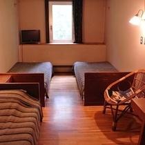 【3人部屋】シンプルでモダンな造りのお部屋でおくつろぎください♪