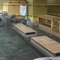 ■上諏訪駅の上りホーム内にある足湯