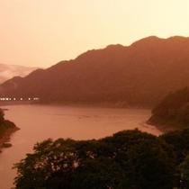 台風の後の赤谷湖