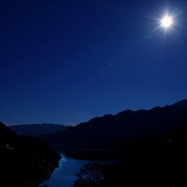 夜の赤谷湖