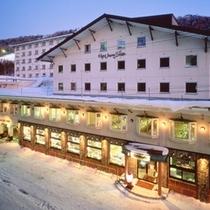 ■夕暮れ時のホテル(冬)