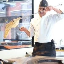 ■【エスニック料理】本場のネパール人シェフが焼くナンは美味しくて病みつきに!