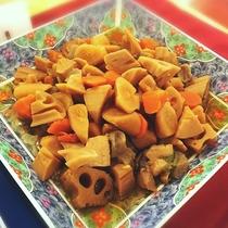 ■筑前煮。味がしっかり染みています。(夕食バイキングメニュー一例)