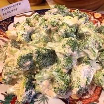 ■ブロッコリーとツナのタルタルサラダ。子供も好きな味です。(夕食バイキングメニュー一例)