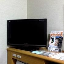 【客室】26インチ薄型テレビ。有料放送をご覧になるには、別途カードの購入が必要です。